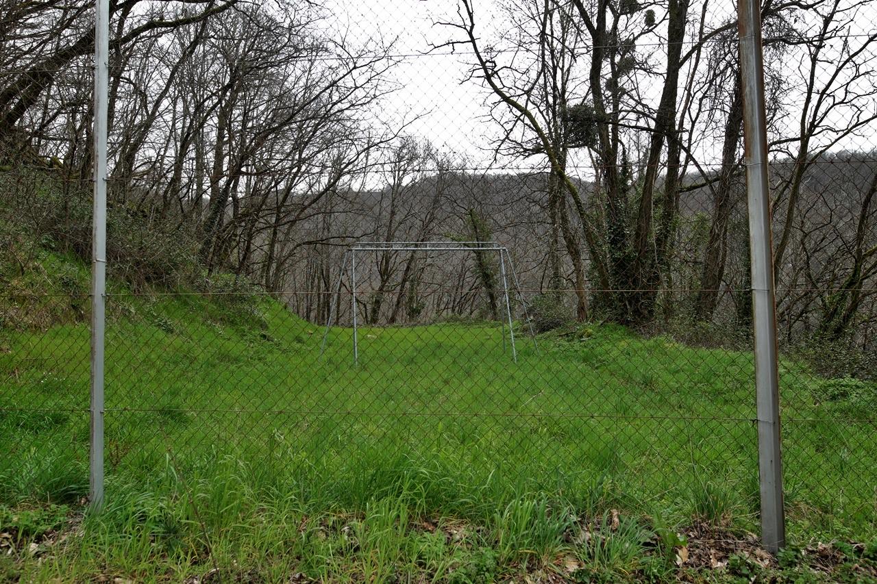 Le Brézou, Brommat, Aveyron, ancienne cité ouvrière EDF partiellement désertée,
