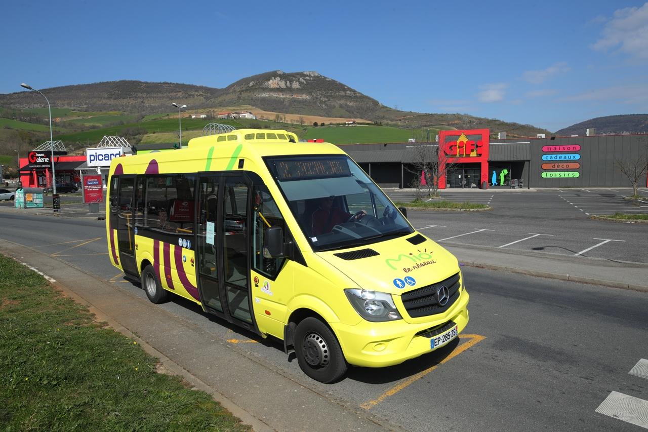 Millau confinement coronavirus Géant Casino en bus