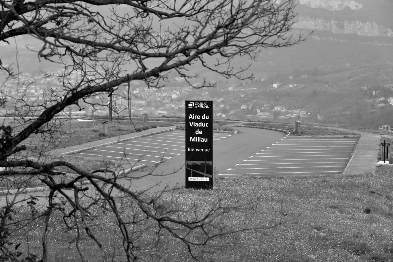 Millau confinement coronavirus aire d'autoroute Viaduc de Millau 1